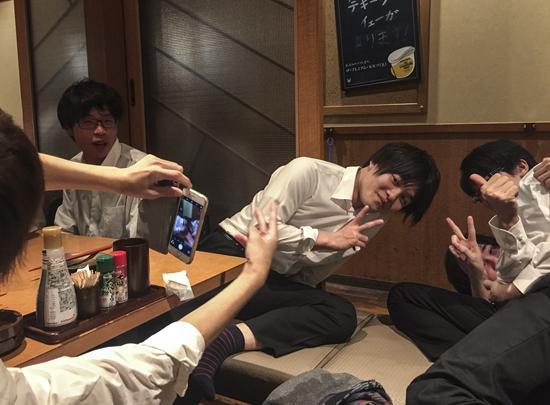 2017年6月17日,日本大阪,我所在的明治大学诗吟社团和另一所大学的社团聚会。